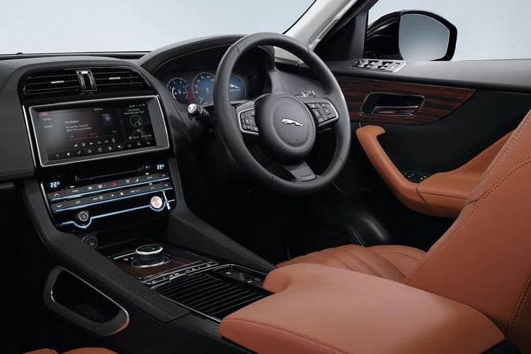 Jaguar F-PACE SUV AWD 2.0 d MHEV 204PS R-Dynamic SE 5Dr Auto [Start Stop] inside view